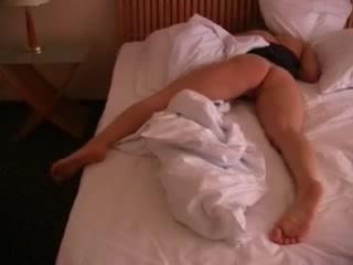 devushki-pisayut-podkravshis-video-podborka-porno-na-ulitse