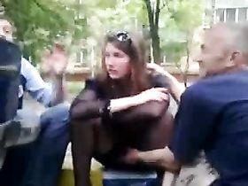 Видео на скамейке без трусиков, интим ростов русская