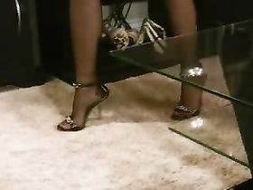 Женские ноги дрочат член мужику новое
