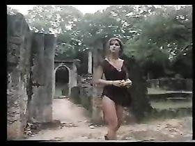 video-molodezh-na-prirode-stoyak