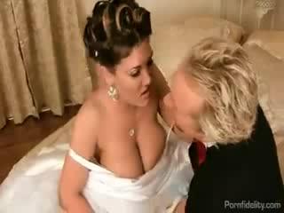 Порно брачная ночь двойное