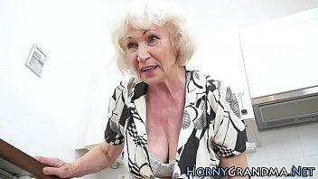 Русская старушка с огромной грудью фото — 7