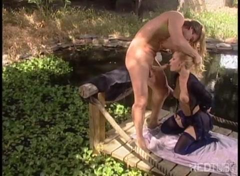 Смачный секс на природе видео